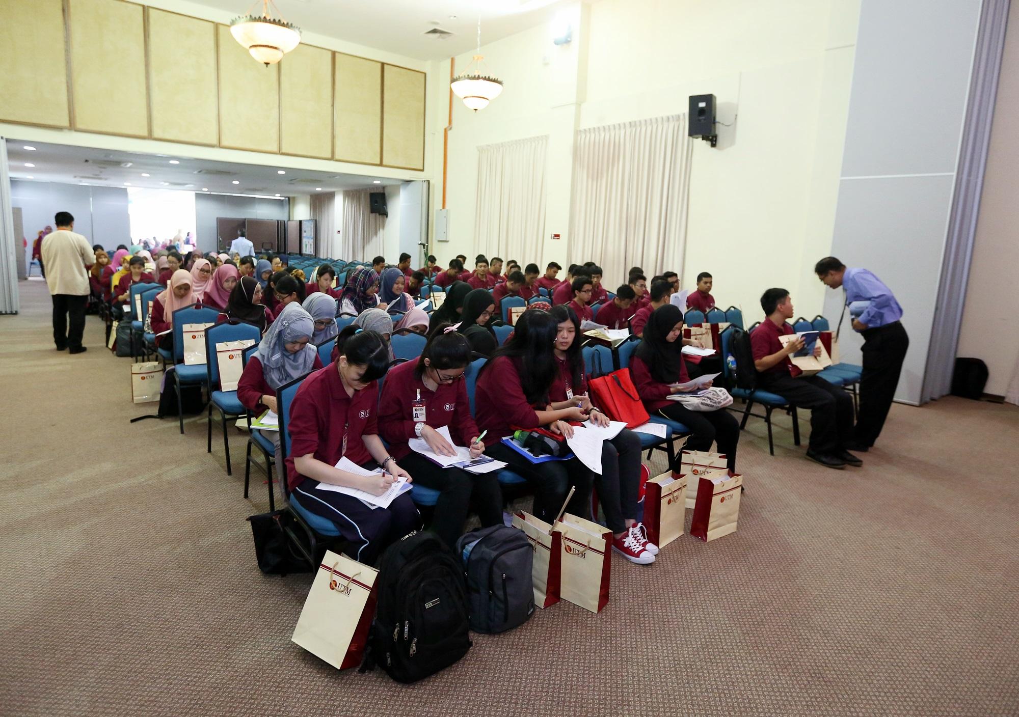 Program Pendaftaran Mahasiswa Baru Sesi 2015/2016