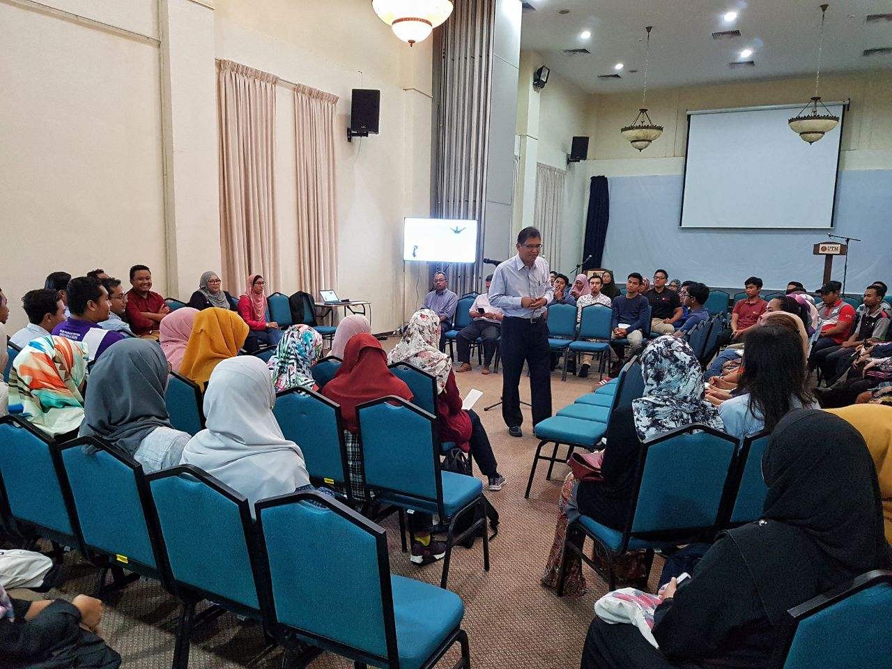 Bicara Peluang Melanjutkan Pengajian di Peringkat Pasca Siswazah bersama Dekan FAB