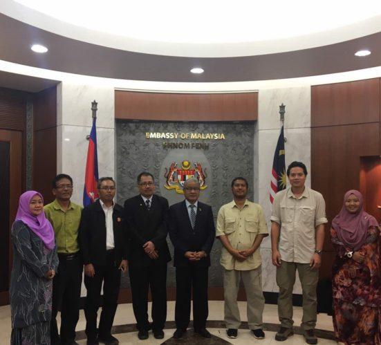 5 staf UTM ke Kemboja promosi Service Learning