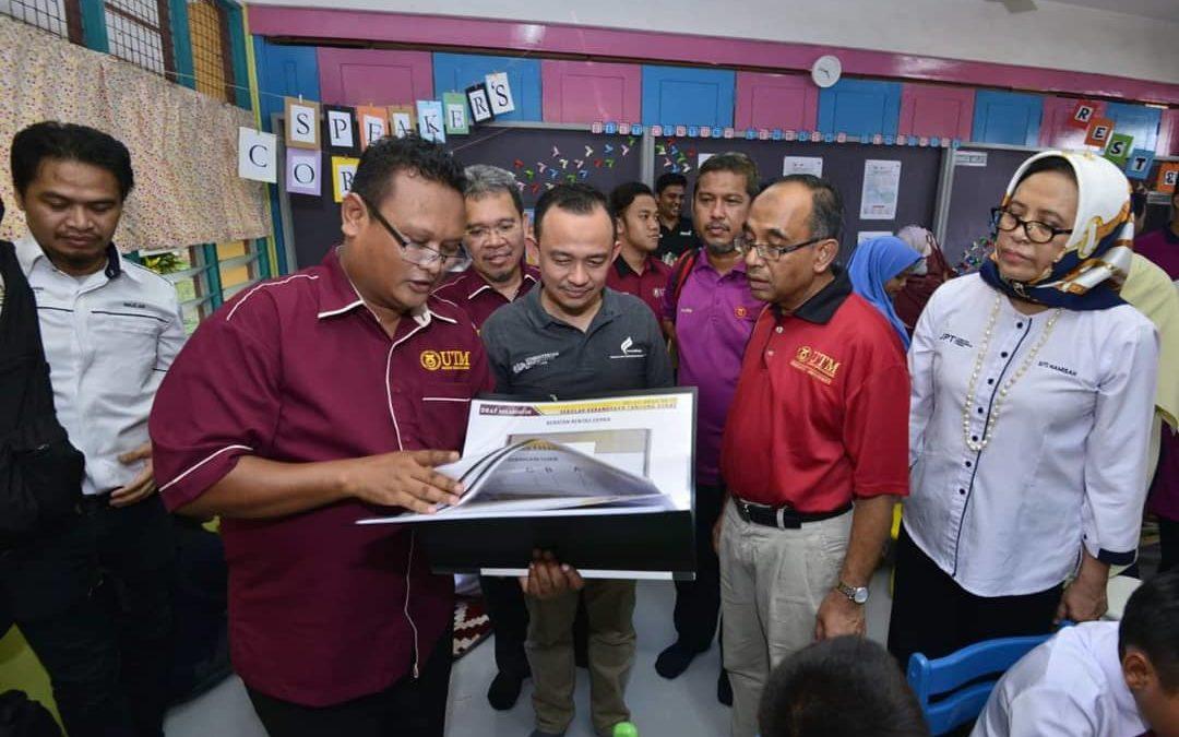 Pelajar Ukur Bahan, FABU laksanakan projek Transformasi Bilik Darjah Pendidikan Abad Ke-21 di Pulau Tanjung Surat, Kota Tinggi