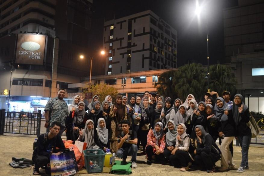 Pelajar FABU bantu golongan gelandangan menerusi program 'WE CARE 2019'