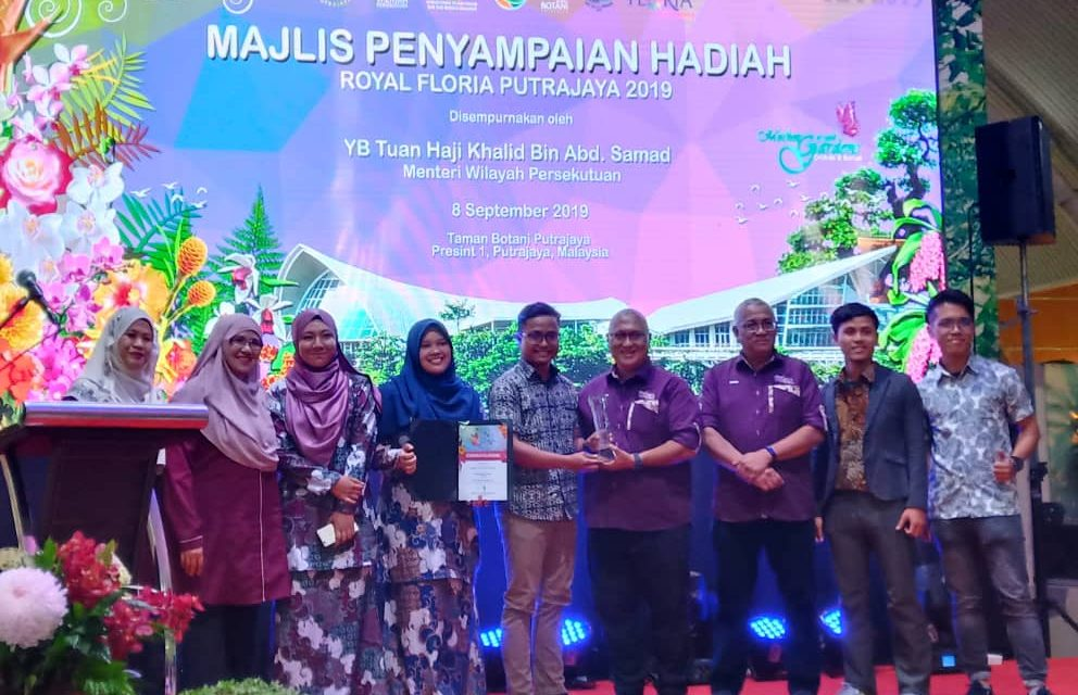 UTM Landscape Architecture Students Won Silver Award for Vertical Wall Garden Competition at Royal Floria Putrajaya 2019