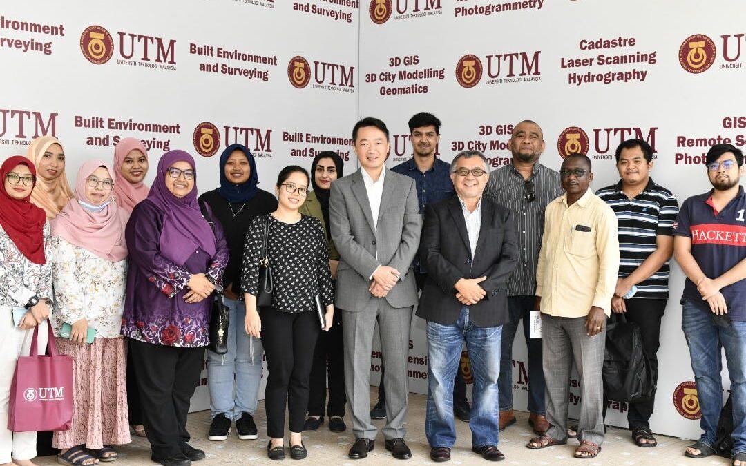 Fakulti Alam Bina dan Ukur telah menerima lawatan dari Dr Wei Zhou (ex-Country Garden Pacific View)